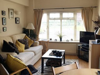 CROFTY TOWERS SELF CATERING COUNTRYSIDE GROUND FLOOR APARTMENT HANBURY