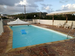 Big apt with pool access & sea view