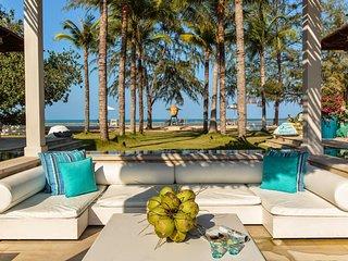 Koh Samui Beachfront Oasis - 3 Rooms Villa