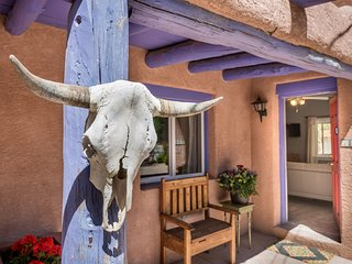 Two Casitas - Casita Dulce - Home Away From Home with a Kiva Fireplace