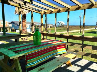 Fun in the Surfside Sun!  Cozy Beach Cottage with Gulf Views!