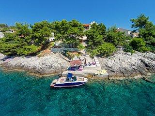 6 bedroom Villa in Sumartin, Splitsko-Dalmatinska Zupanija, Croatia : ref 541622