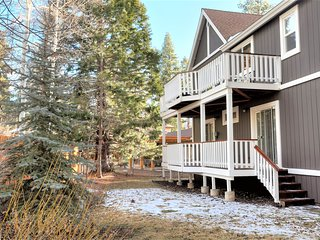 ~Eagle Cove~Immaculate Lakeside Retreat~Pool Table~Walk To Park~