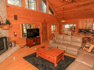 ~Ridenour Retreat~2 Bd~Centrally Located Modern Log Home~