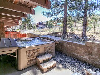 ~Snow Summit View~Modern Resort Condo With Hot Tub~Superb Year-Round Location~