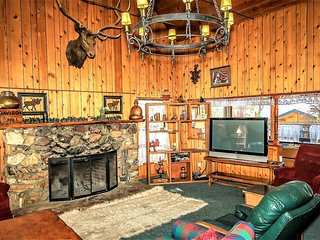 ~Moosehead One~Furnished Lakeside Cabin~Walk To Town~