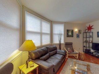Lovely, contemporary condo w/prime location - easy ski and river access!
