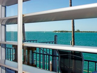Ocean Seaport Villa near Mallory Square in Old Town, Key West (Pool-Beach-BBQ)