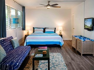 Ocean Lover's Inn - Modern Studio By The Beach - Location Location - King Bed
