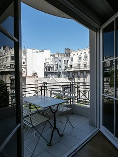 Large 4 Bedroom Apartment with Balcony in Recoleta