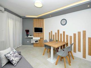 NEW renovated Superior apartment with balcony, swimming pool - Villa Fani