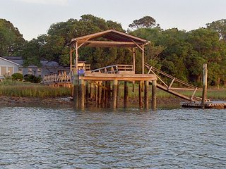 Marsh Gayz - Deep Water Dock on Folly River & Short Walk to Beach