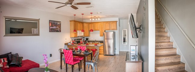 je tijd samen doorbrengen in de open leefruimte met volledig ingerichte keuken