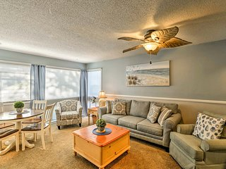 Myrtle Beach Condo w/ Pool Access 3 Mins to Beach!