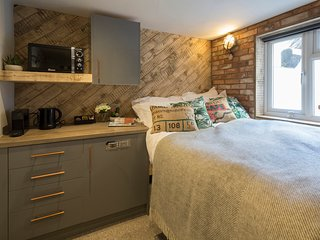One Broad Street - Compact yet comfortable double room