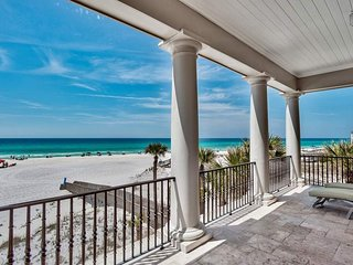 Ocean front home, private boardwalk to beach, hot tub, fireplace - Chez Fleur