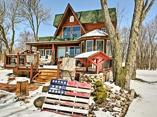 NEW! Fort Atkinson Lake House w/ Deck & Game Room!