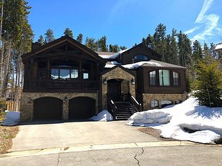 Mountain elegance located within a short walk to the Base of Peak 8