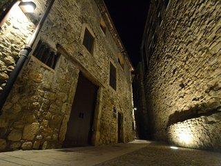BESALU-Can FRUITOS  Casa en el casco antiguo desde 4 a 8 pax