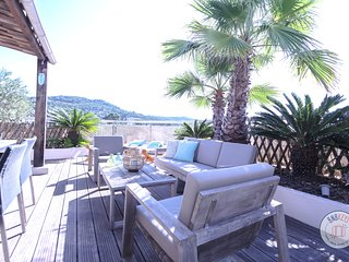 Exceptional rooftop apartment with spacious terrace and Jacuzzi