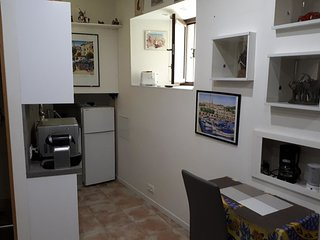 Cosy studio in the city centre of Menton, close to shops and beaches