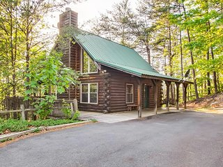 Wholly Smokies log cabin is a charming retreat for that much needed getaway.