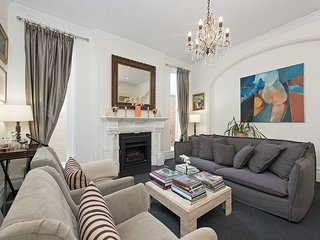 European Elegant Living in Darling Point H362