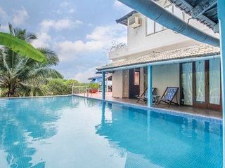 Opulent villa for ten, ideal for leisure travellers