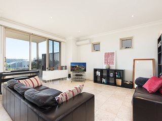 Stylish 3 Bedroom Overlooking Parsley Bay APT H379