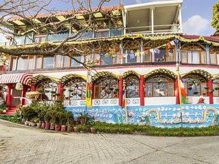 Tibetan-style stay for 3