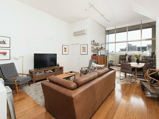 Stylish Inner West Apt w/ Pool, Gym, Sauna H377