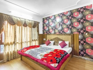 Comfy abode for a rejuvenating trip, close to Annadale Ground