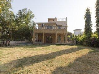 Idyllic 4-BR bungalow, near Della Adventure Park