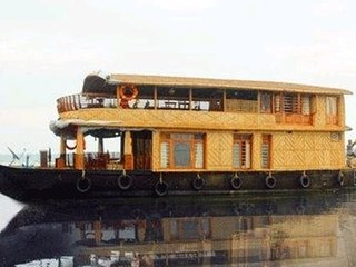 Traditional houseboat for six