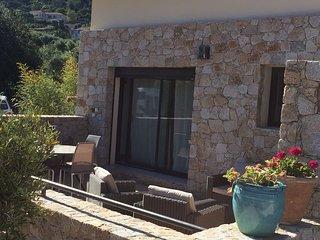 Calvi, Maison à 1 km de la plage avec 2 chambres, terrasse détente ensoleillée