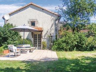 3 bedroom Villa in Moussac, Nouvelle-Aquitaine, France : ref 5547547