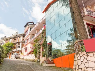 Pleasant accommodation for two, close to Nainital Lake