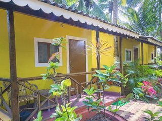 Cheerful stay, 3 km from Morjim Beach