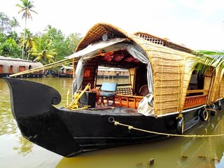 2-BR houseboat for a family
