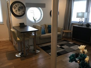 Luxury Dockland Apartment (sleeps 4) Free Parking