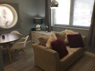 Luxury Royal Quay Apartment (Sleeps 6) Free Parking