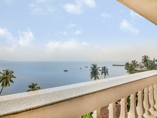 3-BR villa on Dona Paula Beach