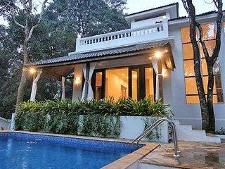 Vibrant 4-BR villa for twelve