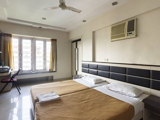 Well-maintained 1 bedroom guest house in Andheri east