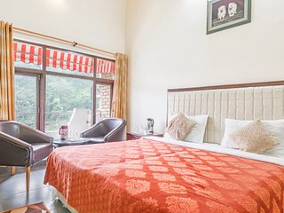 Peaceful hideaway, overlooking Naukuchiatal Lake