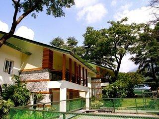 4 BR cottage near tea gardens