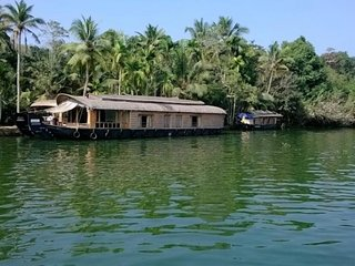 simplistic 2 bedroom houseboat in kottayam