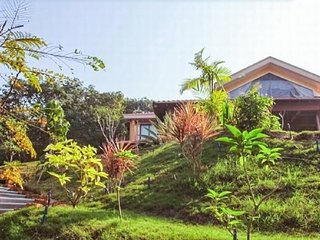 A magnificent 3-BR luxury villa with a private pool in Calangute Hills