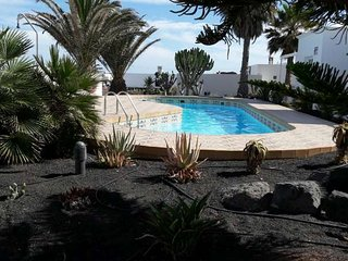2 bedroom Apartment with Pool and WiFi - 5691606