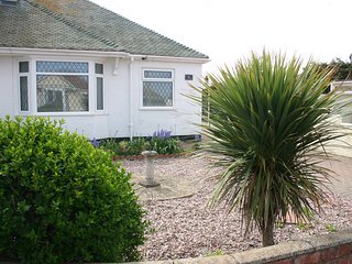 Beach Links 2 bedroom bungalow in Prestatyn North Wales 3 mins from golden beach